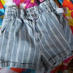 High waisted stripped shorts